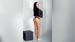 Camgirl athletic squirt